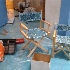 Regisseur-Stühle, dekoriert mit gehäkelten Motiven