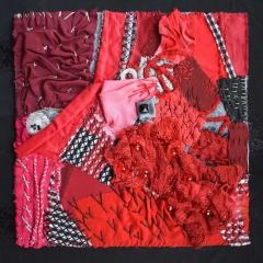 """Spezialschule Textilgestaltung, """"Rot macht uns munter, manchmal übermütig"""", Gemeinschaftsarbeit: Dagmar Buchholz, Petra Helbig, Maria Schröder, Xenia Wenzel, Rita Zepf (Foto: Y. K.)"""