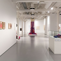 Title: Gallery overview 'SHEILA HICKS | Why Not'? Photo: Josefina Eikenaar/TextielMuseum
