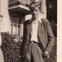 Willi im Anzug vom Vater